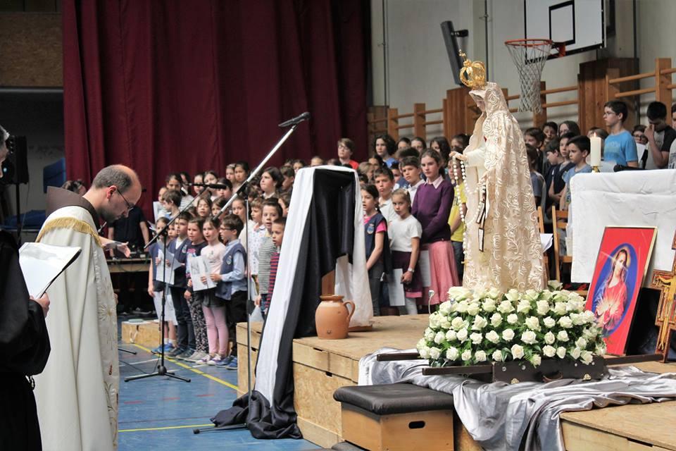 A fatimai Szűzanya szobor látogatása